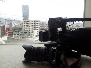 ビデオカメラと一眼レフカメラ
